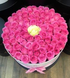"""Gift Roses Online""""Innocence"""" in White Lagre Box"""