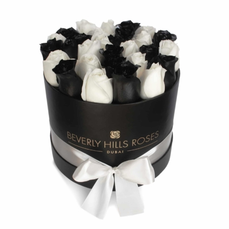Black & White roses in 'Elegance' – Small black box