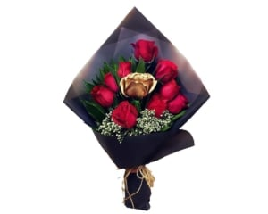Red and gold Roses hand bouquet
